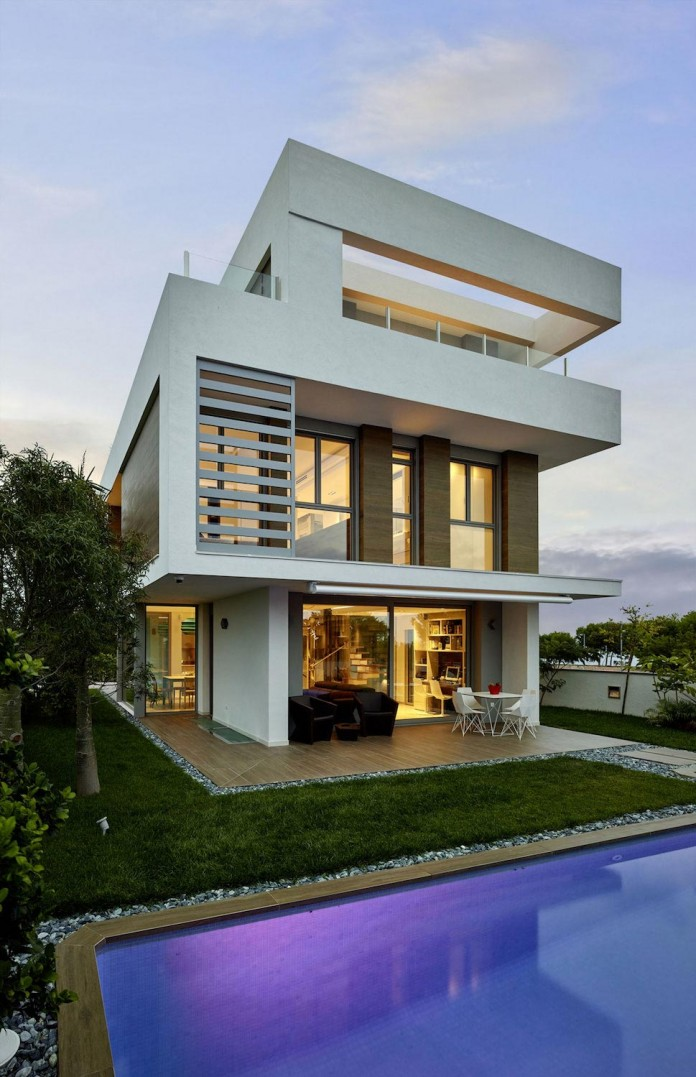Designer-Villa-Close-to-the-Sea-31