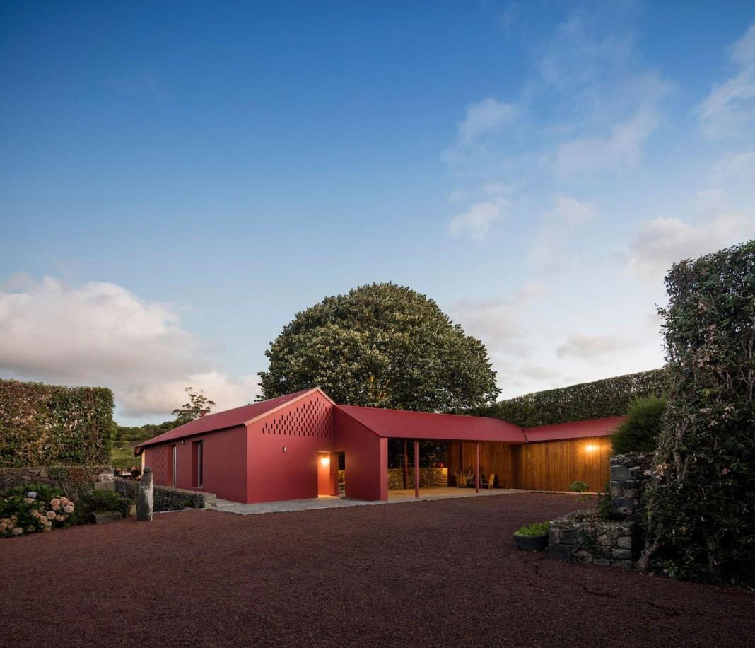 Red Quinta da Tilia House by Pedro Mauricio Borges