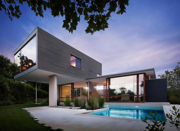 Steven-Harris-Architects-design-the-modern-The-Surfside-Residence-in-East-Hampton-01