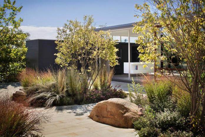 Steven-Harris-Architects-design-the-modern-The-Surfside-Residence-in-East-Hampton-07