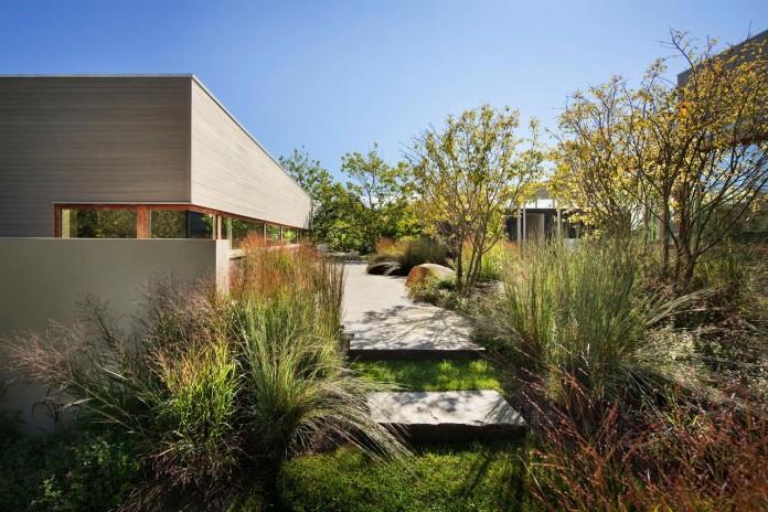 Steven-Harris-Architects-design-the-modern-The-Surfside-Residence-in-East-Hampton-08