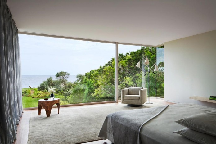 Steven-Harris-Architects-design-the-modern-The-Surfside-Residence-in-East-Hampton-13