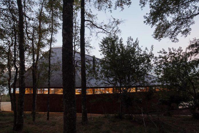 abestudio-design-barbecue-house-lago-panguipulli-10