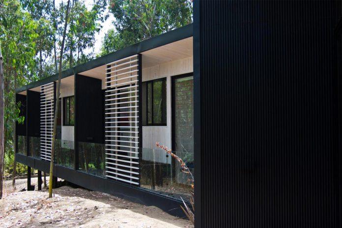 alfredo-comandari-design-aguas-claras-house-located-midst-eucalyptus-forestp-04