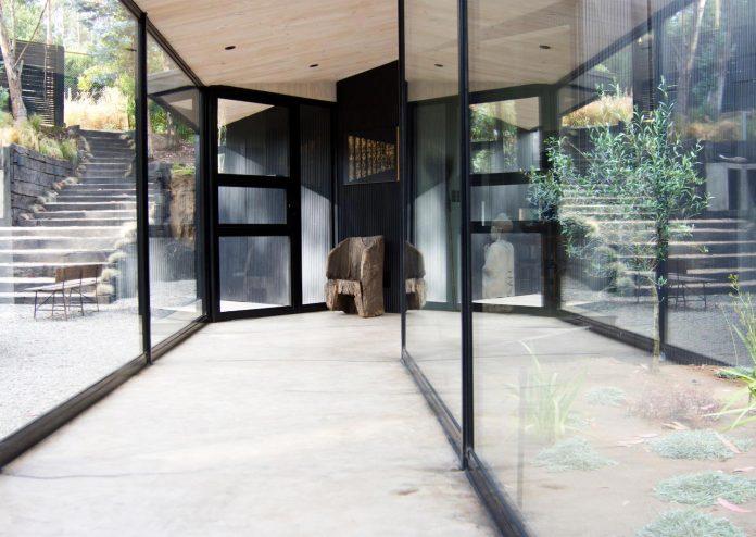 alfredo-comandari-design-aguas-claras-house-located-midst-eucalyptus-forestp-08