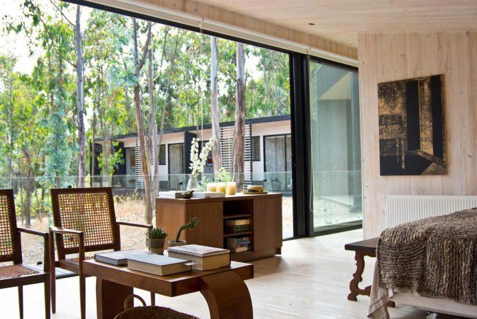 alfredo-comandari-design-aguas-claras-house-located-midst-eucalyptus-forestp-13