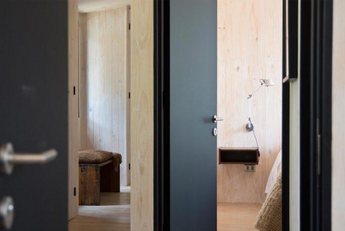 alfredo-comandari-design-aguas-claras-house-located-midst-eucalyptus-forestp-16