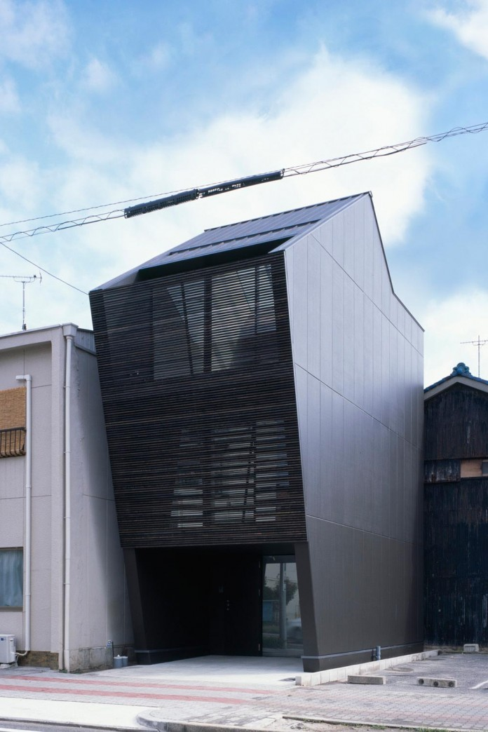 apollo-architects-design-nest-small-steel-frame-structure-three-level-house-01