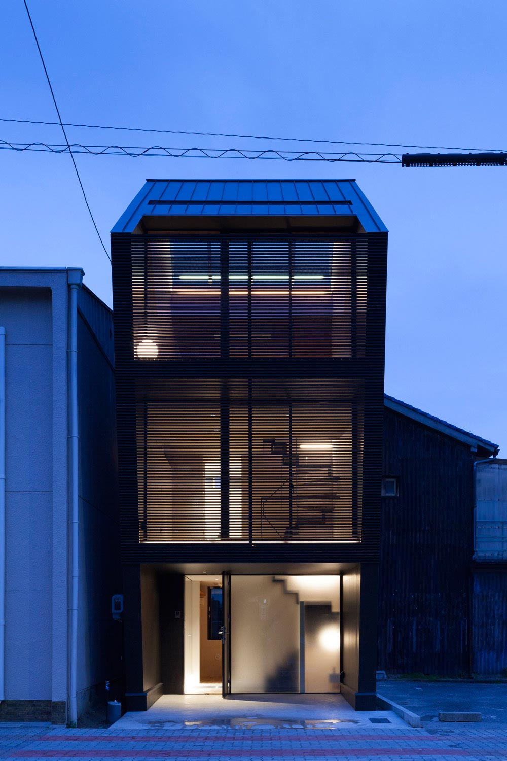 Apollo architects design the nest a small steel frame for Nest home design