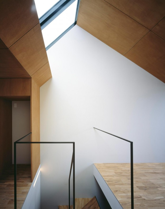 apollo-architects-design-nest-small-steel-frame-structure-three-level-house-06