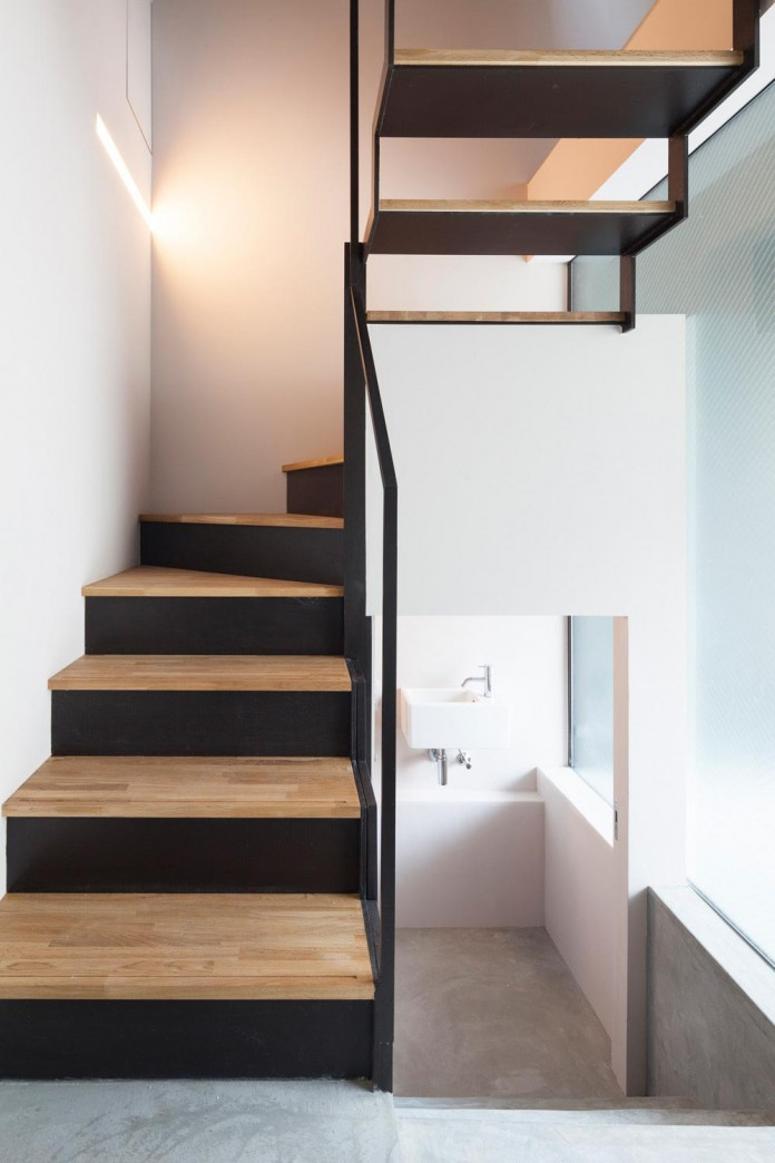 apollo-architects-design-nest-small-steel-frame-structure-three-level-house-11