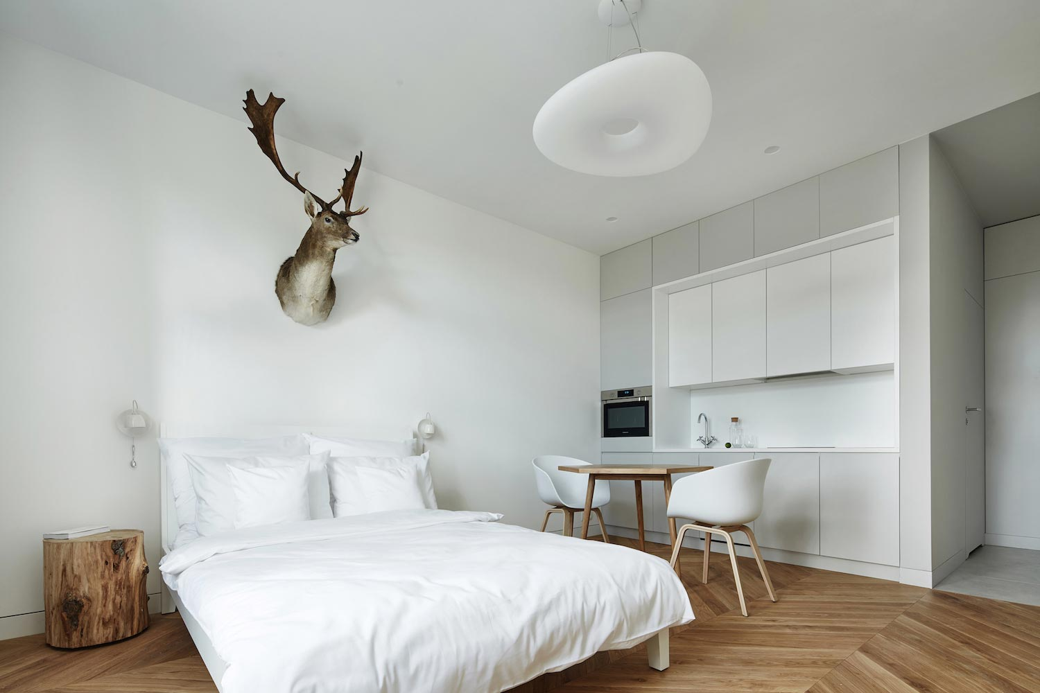 BLACKHAUS design the tiny Daniel Apartment near the historic centre ...
