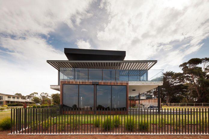 bold-sharp-textural-design-rhyll-villa-jarchitecture-02