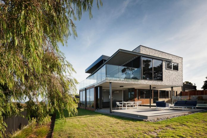 bold-sharp-textural-design-rhyll-villa-jarchitecture-03