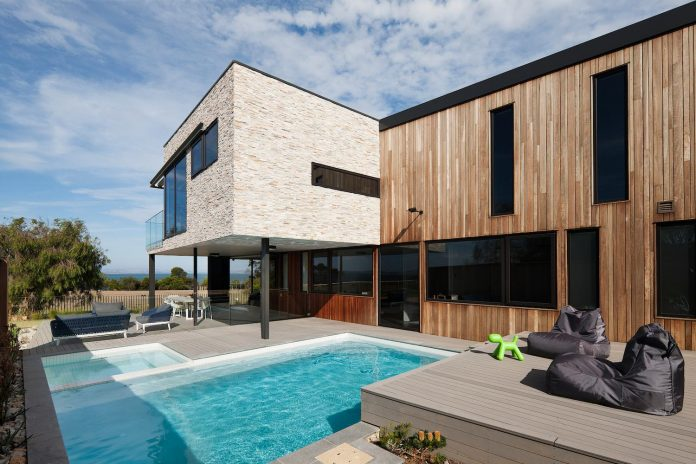 bold-sharp-textural-design-rhyll-villa-jarchitecture-04