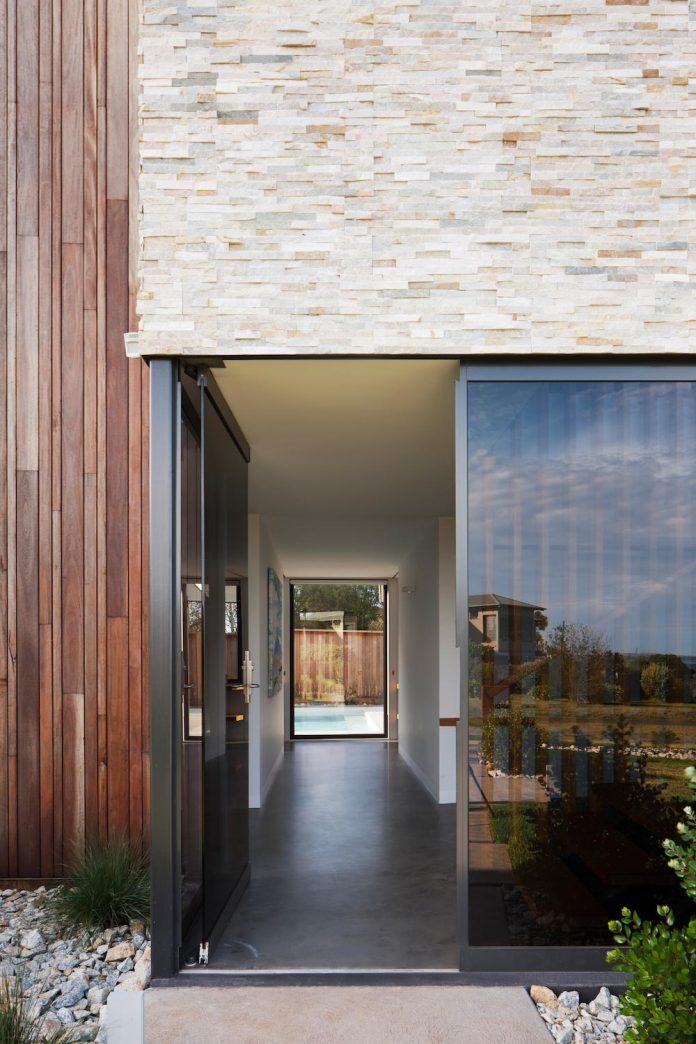 bold-sharp-textural-design-rhyll-villa-jarchitecture-07
