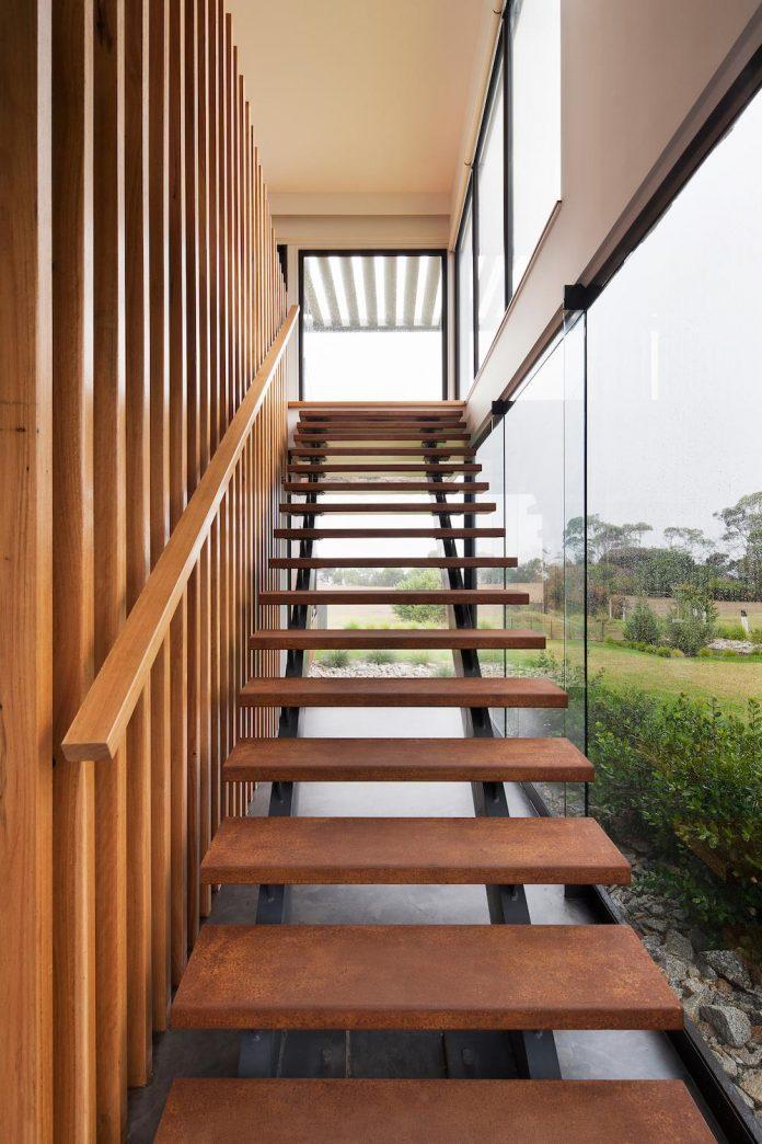 bold-sharp-textural-design-rhyll-villa-jarchitecture-08
