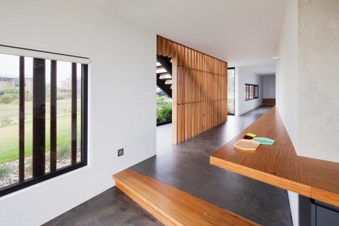 bold-sharp-textural-design-rhyll-villa-jarchitecture-09