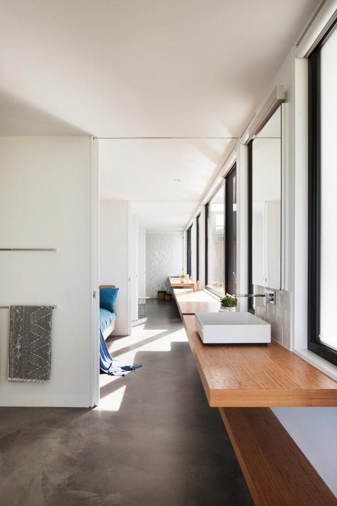 bold-sharp-textural-design-rhyll-villa-jarchitecture-11