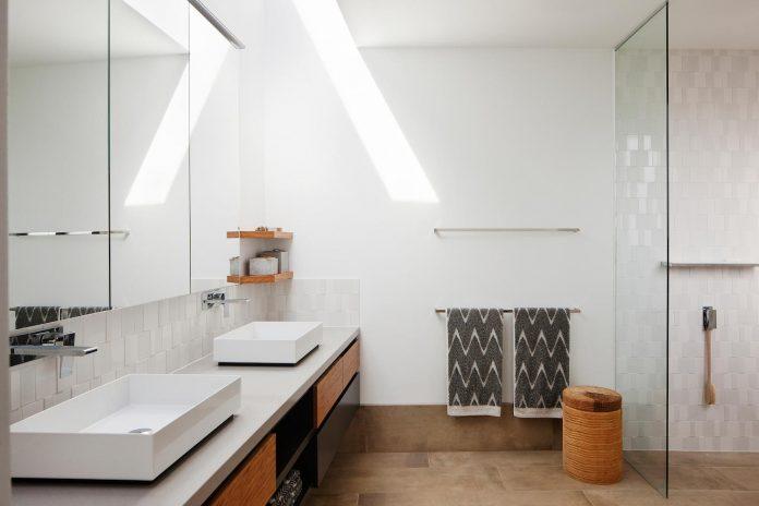 bold-sharp-textural-design-rhyll-villa-jarchitecture-15