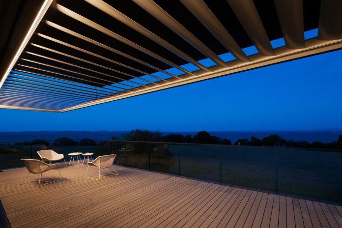 bold-sharp-textural-design-rhyll-villa-jarchitecture-18