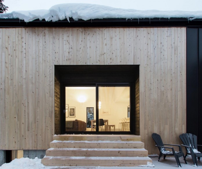 cargo-architecture-design-villa-boreale-charming-contemporary-residence-located-charlevoix-04