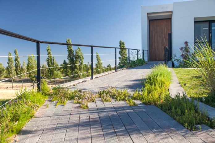 casa-rampa-surrounded-forests-incredible-views-limay-river-andres-remy-arquitectos-05
