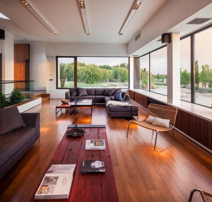 casa-rampa-surrounded-forests-incredible-views-limay-river-andres-remy-arquitectos-10