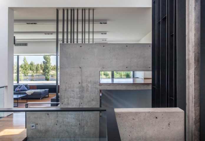 casa-rampa-surrounded-forests-incredible-views-limay-river-andres-remy-arquitectos-12
