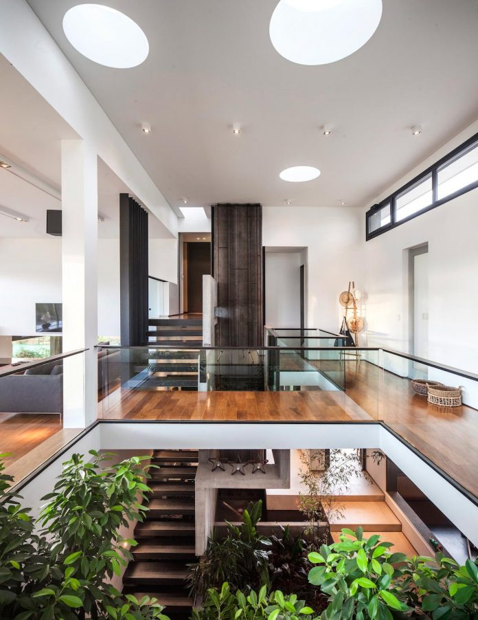 casa-rampa-surrounded-forests-incredible-views-limay-river-andres-remy-arquitectos-13