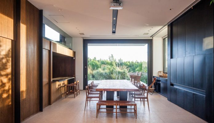 casa-rampa-surrounded-forests-incredible-views-limay-river-andres-remy-arquitectos-15