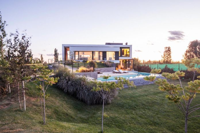 casa-rampa-surrounded-forests-incredible-views-limay-river-andres-remy-arquitectos-17