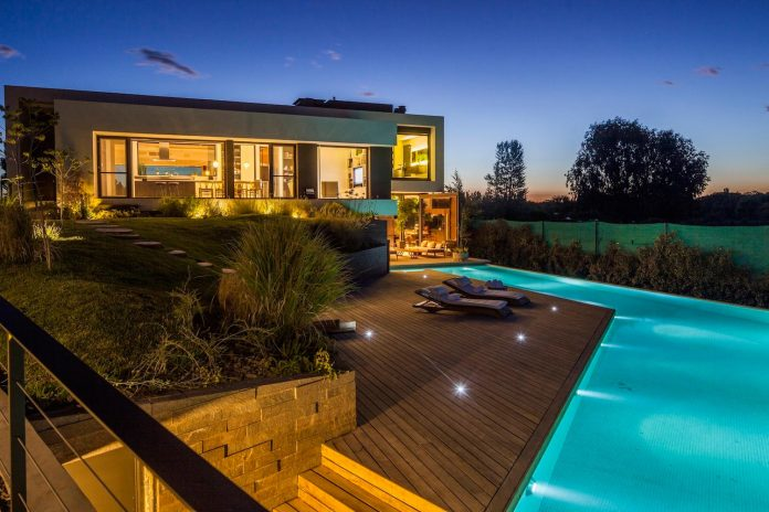 casa-rampa-surrounded-forests-incredible-views-limay-river-andres-remy-arquitectos-18