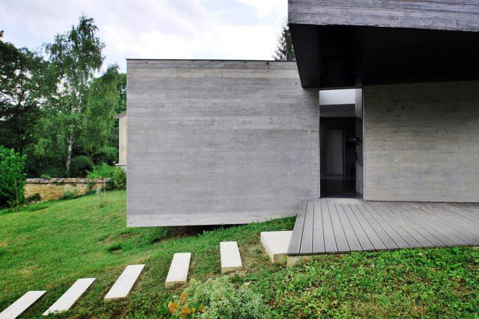 concrete-contemporary-villa-creteil-designed-skp-architecture-03