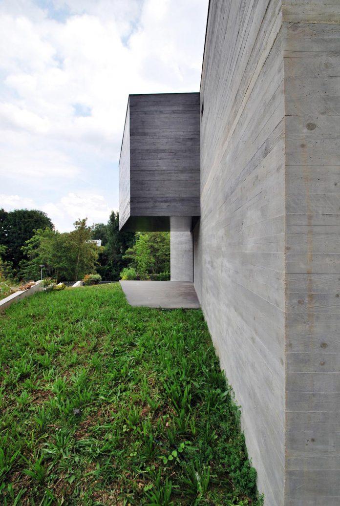 concrete-contemporary-villa-creteil-designed-skp-architecture-04