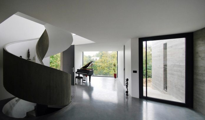 concrete-contemporary-villa-creteil-designed-skp-architecture-06