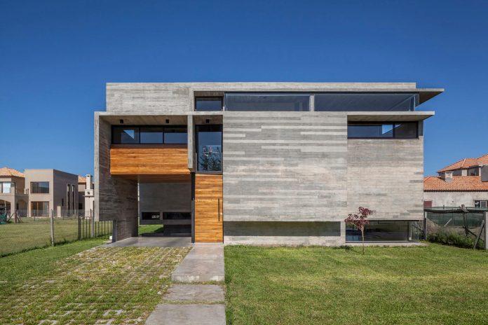 contemporary-berazategui-house-designed-besonias-almeida-arquitectos-01