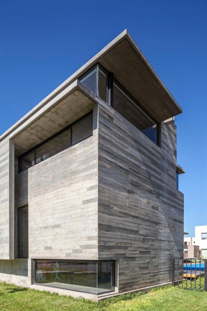 contemporary-berazategui-house-designed-besonias-almeida-arquitectos-03