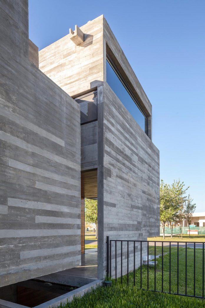 contemporary-berazategui-house-designed-besonias-almeida-arquitectos-05