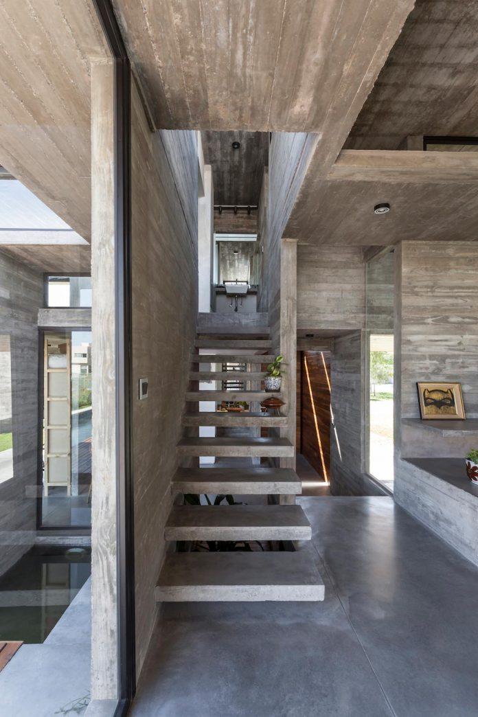 contemporary-berazategui-house-designed-besonias-almeida-arquitectos-11