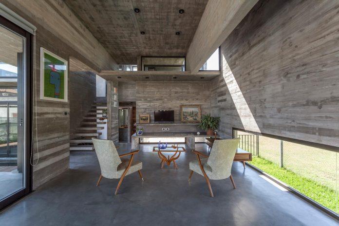 contemporary-berazategui-house-designed-besonias-almeida-arquitectos-12