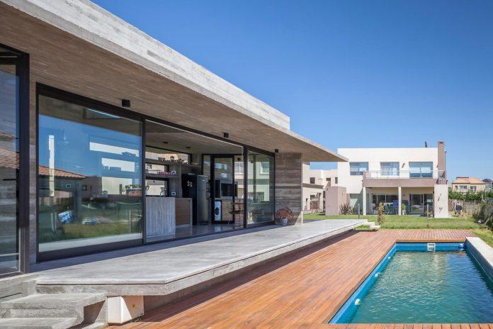 contemporary-berazategui-house-designed-besonias-almeida-arquitectos-14