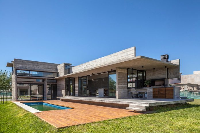 contemporary-berazategui-house-designed-besonias-almeida-arquitectos-15