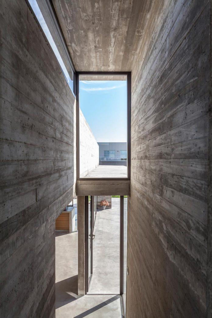 contemporary-berazategui-house-designed-besonias-almeida-arquitectos-18