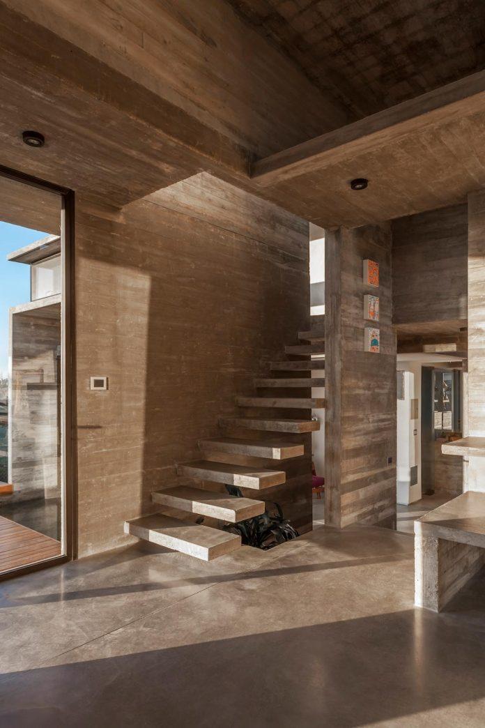 contemporary-berazategui-house-designed-besonias-almeida-arquitectos-22
