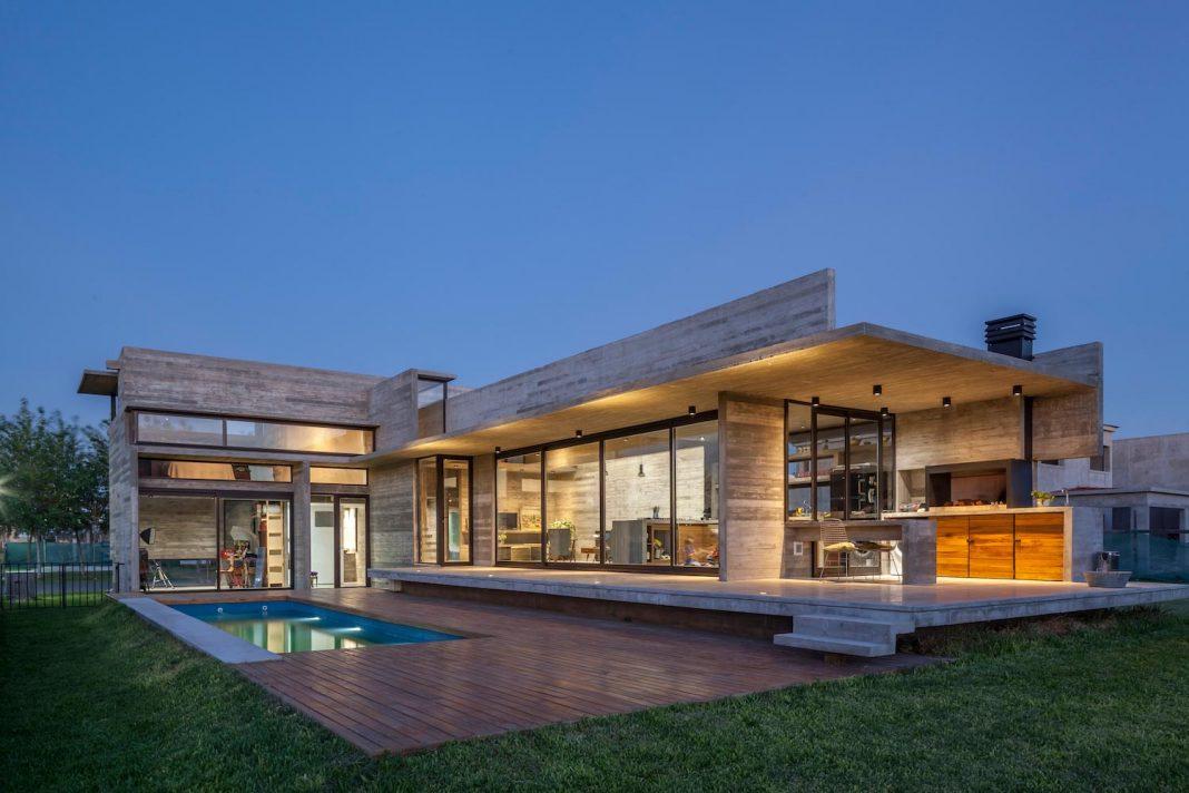 Contemporary Berazategui House designed by Besonías Almeida arquitectos
