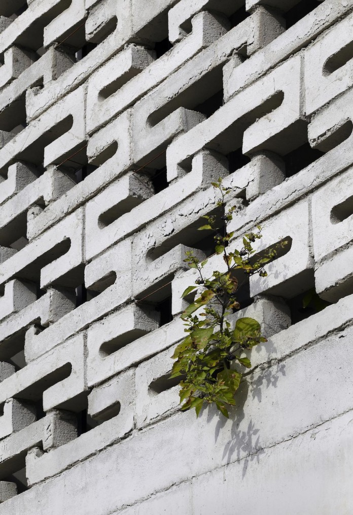 cool-full-grey-concrete-outside-look-bright-interior-ground-wall-fhhh-friends-05