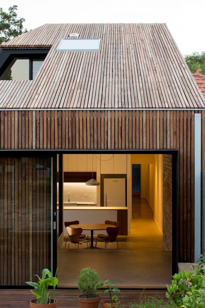 Cut Away Roof House A Contemporary Timber Clad 2 Storey