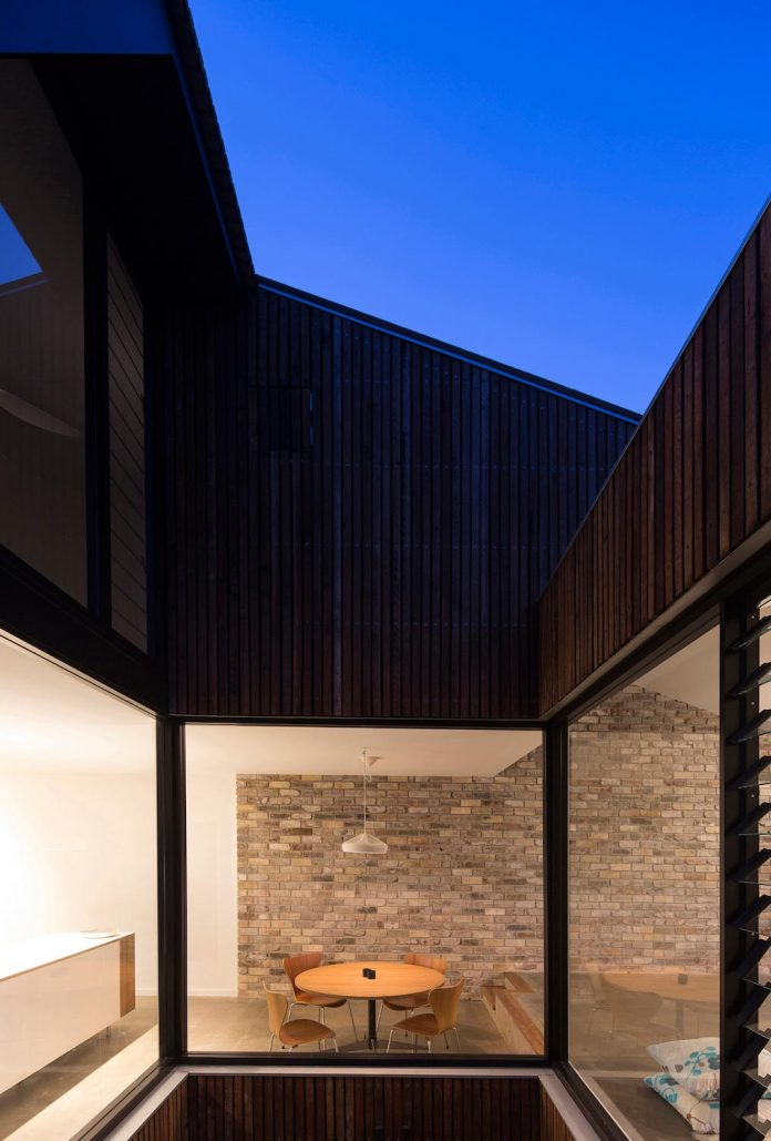 cut-away-roof-house-contemporary-timber-clad-2-storey-addition-scale-architecture-11