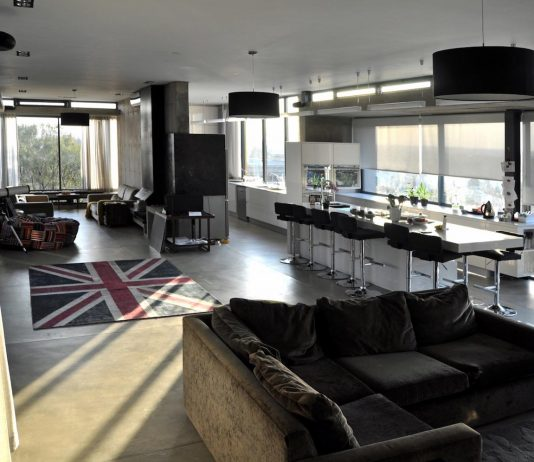 Earthworld Architects & Interiors design the Gauché House situated in one of Pretoria's oldest Golf Estates